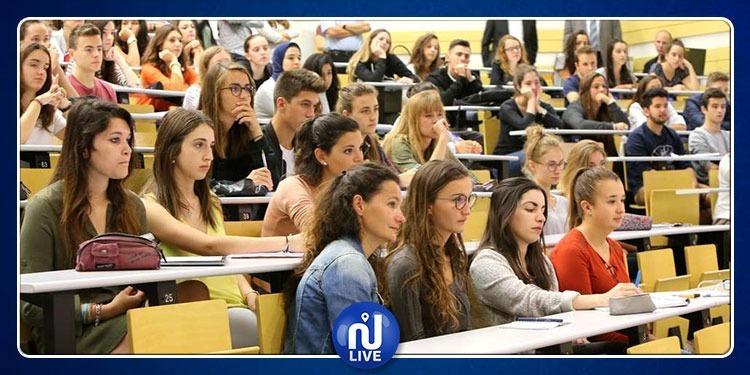 نجح كل الطلبة فاكتشفت الجامعة أنها قدمت الإجابة مع ورقة الأسئلة!