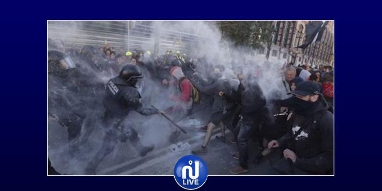 اسبانيا: اشتباكات بين الشرطة ومئات المتظاهرين في إقليم كتالونيا