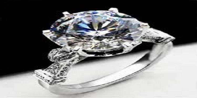 إشترت خاتما بـ 10 دولارات لتكتشف بعد 30 عاما أنه يسوى 50.000 دولار!
