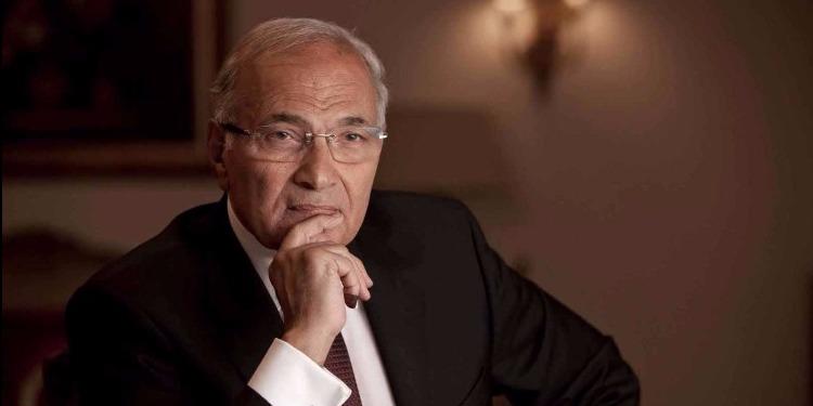 القبض على رئيس الوزراء المصري السابق وترحيله إلى بلاده