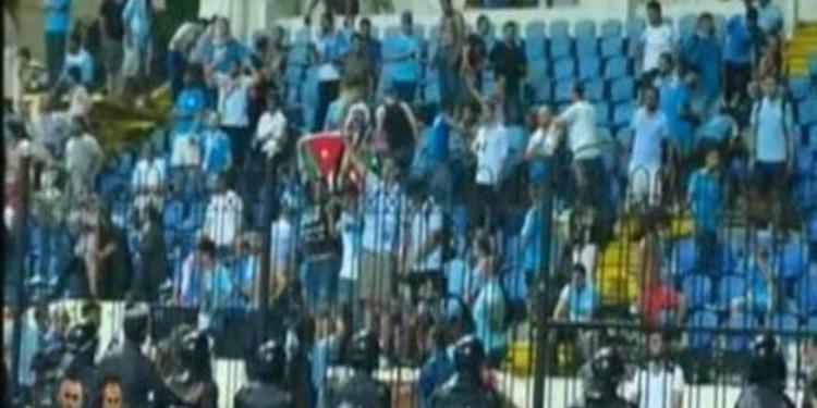 جماهير الفيصلي تحطم مدرجات ملعب الاسكندرية بعد لقاء الترجي ( فيديو)