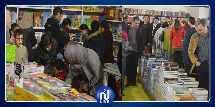 توافد آلاف الزوار على معرض الكتاب في يومه الخامس