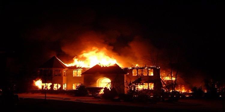 أحرقت منزلها لأن زوجها طلب خفض صوت التلفاز