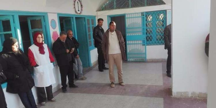 سيدي بوزيد:الإطار التربوي للمدرسة الإبتدائية 'شارع الجمهورية 'يحتجّ (صور)