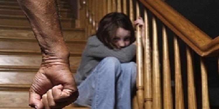 أب يغتصب ابنته طيلة 20 عاما وينجب منها 8 أطفال!