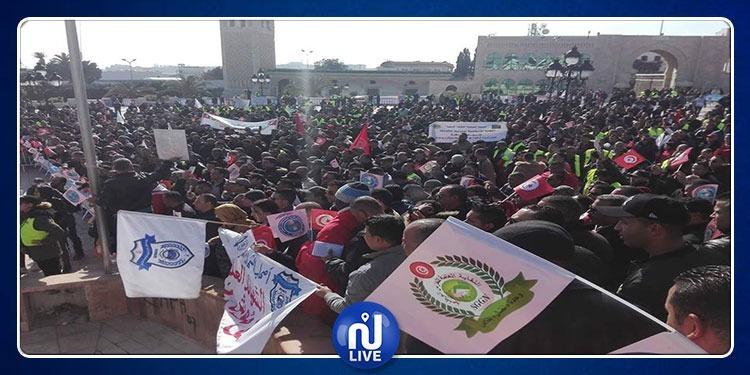 الأمنيون ينفذون ''يوم غضب'' بساحة الحكومة بالقصبة