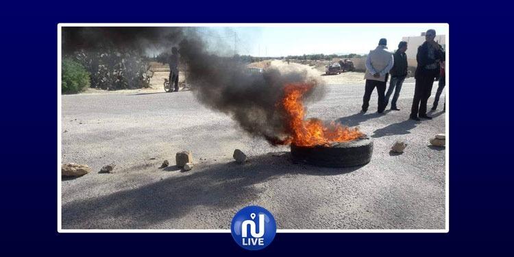 سيدي بوزيد: محتجون يغلقون الطريق بين الرقاب والمكناسي