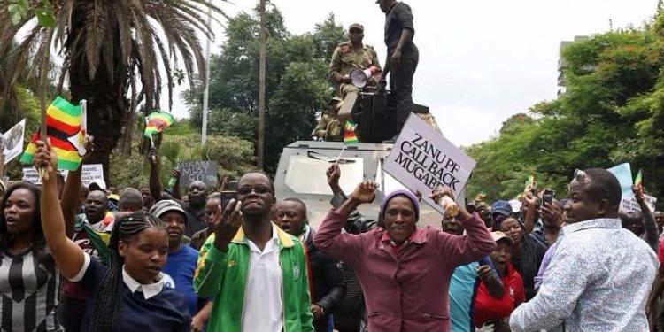 احتفالات في العاصمة الزيمبابوية ابتهاجا بإستقالة موغابي