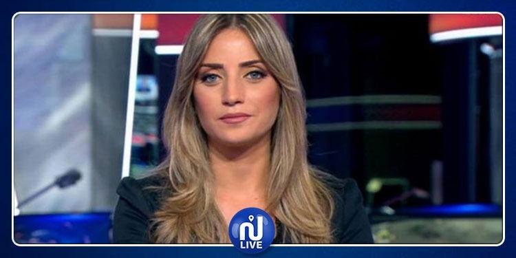 مذيعة قناة إخبارية تنفجر ضحكًا على الهواء (فيديو)