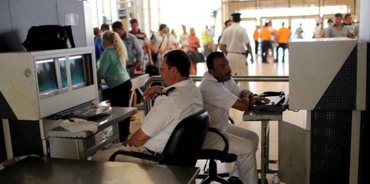 مصر تحتجز عددا من موظفي مطار شرم الشيخ بشبهة التورّط  في سقوط الطائرة الروسية