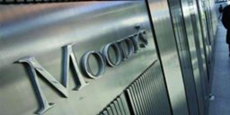 Moody's pointe un niveau élevé de crédits non recouvrés en Tunisie