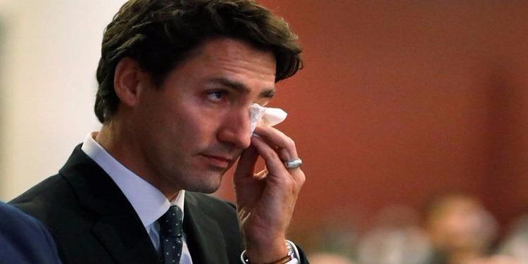 رئيس وزراء كندا يبكي بسبب وداع صديقه (فيديو)