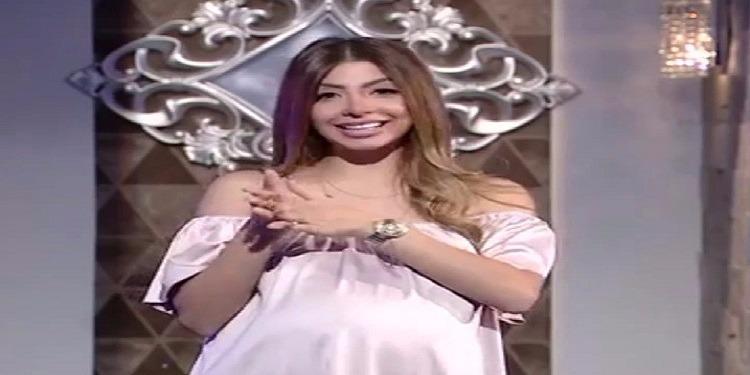 ''الأم العزباء'' تضع مذيعة مصرية أمام القضاء !