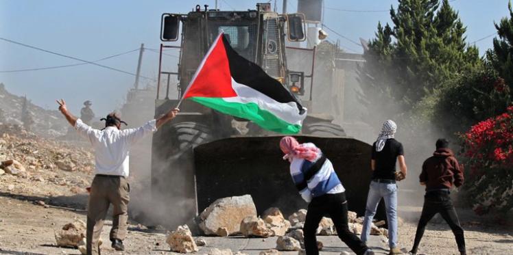 إصابة عشرين فلسطينيا في مواجهات بقطاع غزّة