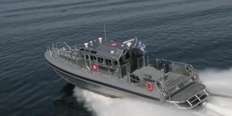 جيش البحر  التونسي يجلي 6 جزائريين غرق مركبهم بالمياه الدولية