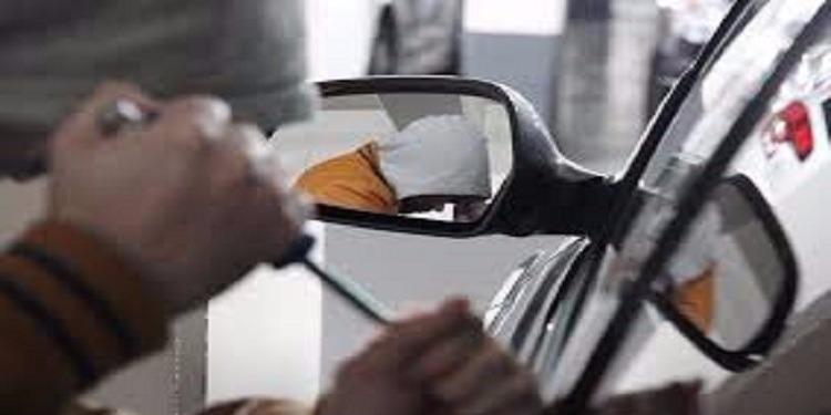 الإطاحة بعصابة مختصة في سرقة السيارات