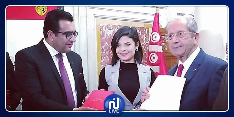 البرلمان يُكرم الصحفية بقناة نسمة وفاء الطرابلسي