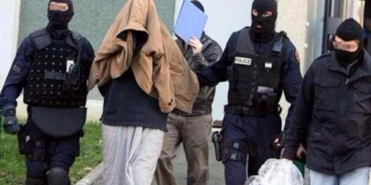 القبض على خليه ارهابية يستقطب الشباب لتنفيذ عمليات نوعية