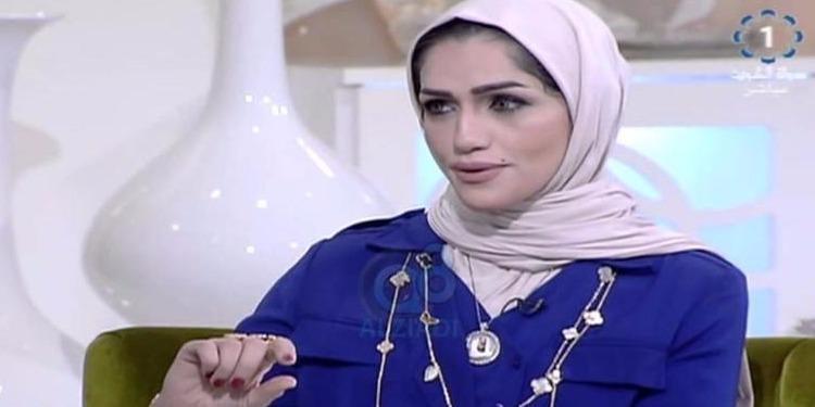 بسبب تغزلها بزميلها احالة مذيعة كويتية على التحقيق (فيديو)