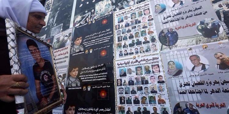 اللجنة الدولية للصليب الأحمر تحذر من تدهور الحالة الصحية للأسرى الفلسطينيين