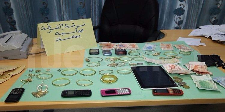 قفصة: القبض على 3 شبان سرقوا محتويات منزل بقيمة تفوق 50 ألف دينار (صور)