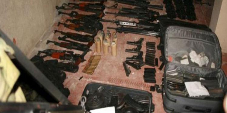 العثور على سلاح رشاش ومجموعة كبيرة من الأسلحة داخل بئر بمنطقة منزل بورقيبة من ولاية بنزرت