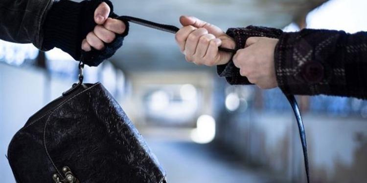 العاصمة: القبض على منحرف تعمّد نشل حقيبة فتاة