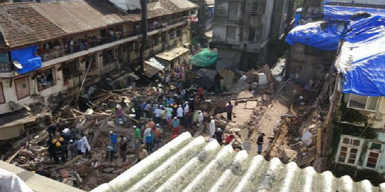 الهند :  انهيار مبنى سكني بمومباي يخلف عددا من القتلى والجرحى (فيديو)