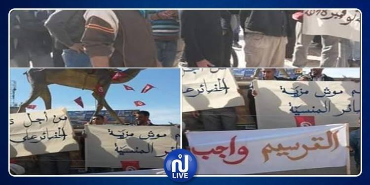قبلي: عمال الحضائر يحتجون ويدخلون في اعتصام مفتوح