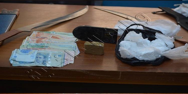 حجز كوكايين وزطلة لدى أكبر مروجي المخدرات بالعاصمة وأحوازها