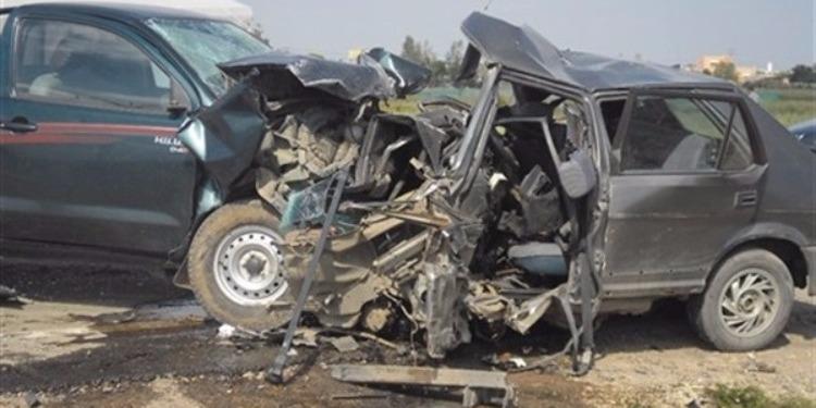 ماطر: إصابة 5 أشخاص في اصطدام سيارة بشاحنة