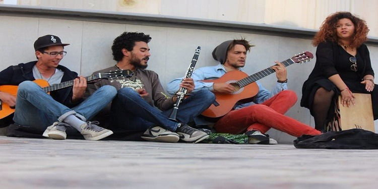 بعد مقداد السهيلي، الشرطة تمنع الشباب من لعب الموسيقى في الشارع