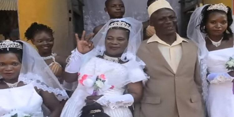 رجل أوغندي يتزوّج من 3 نساء في يوم واحد! (فيديو)