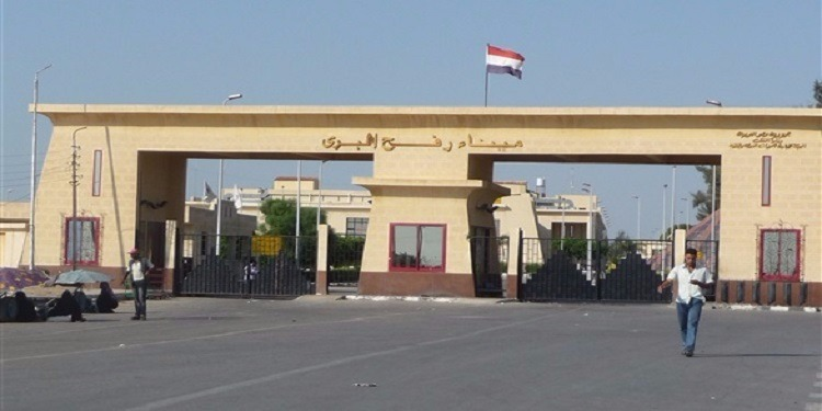 مصر: منع دخول قافلة جزائرية متكونة من 14 شاحنة إلى غزة