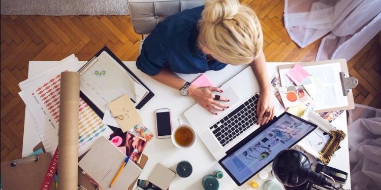 الفوضى على المكتب تساعدك على الإبداع !
