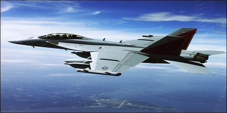 سقوط طائرة حربية أمريكية ونجاة الطيار