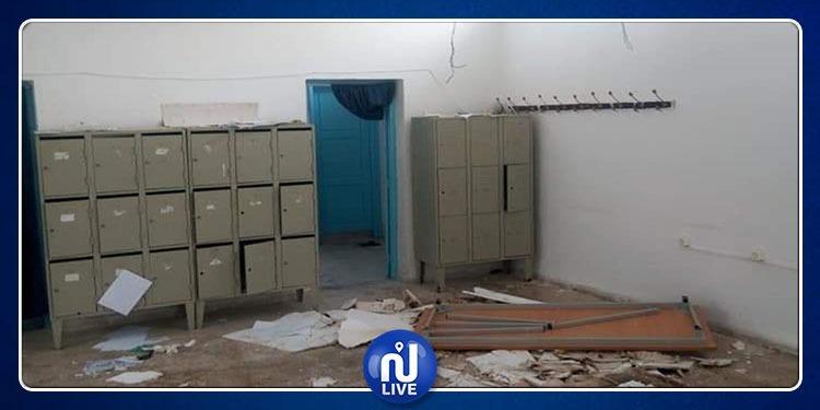 تالة: انهيار سقف قاعة الاساتذة بمعهد ابن شرف (صور)