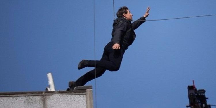 إصابة توم كروز أثناء تأدية قفزة خطيرة في تصوير 'Mission Impossible'