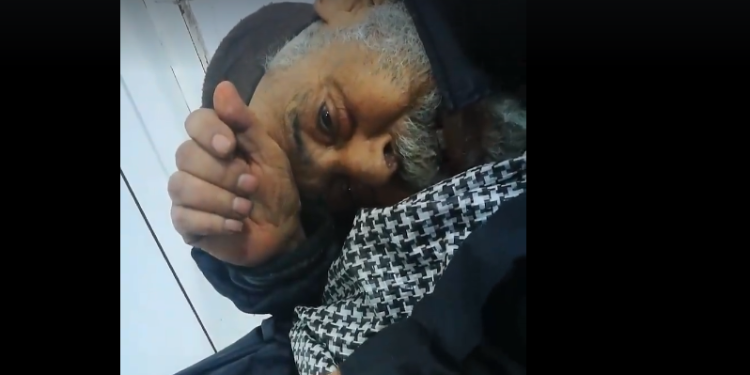 القيروان: شيخ في السبعين 'مهمل' بقسم استعجالي ابن الجزار.. مسؤول بالمستشفى يوضح (فيديو)