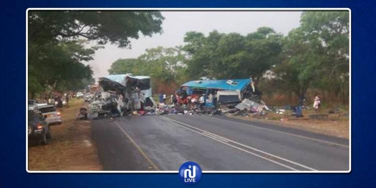 زيمبابوي: مقتل 47 شخص في حادث اصطدام حافلتين