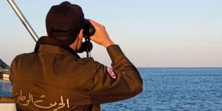 صفاقس:ضبط 28 شخصا على متن قارب مُجتازين للحدود البحرية خلسة