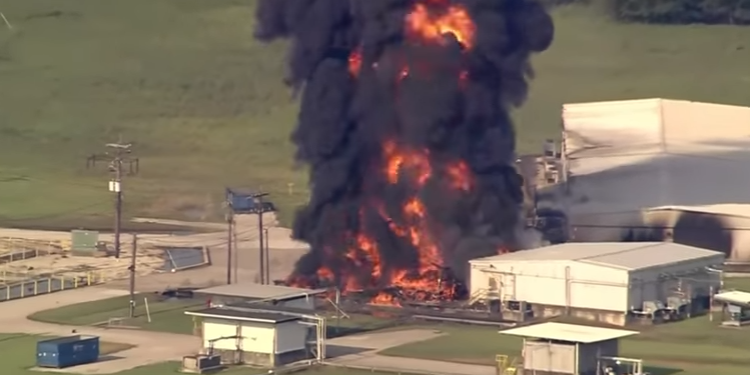 حريق هائل في مصنع للكيماويات بتكساس الأمريكية (فيديو)