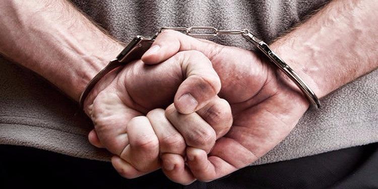 قفصة: القبض على عون سجون مورط في قضايا سرقة واستيلاء على محجوزات من المحكمة الابتدائية