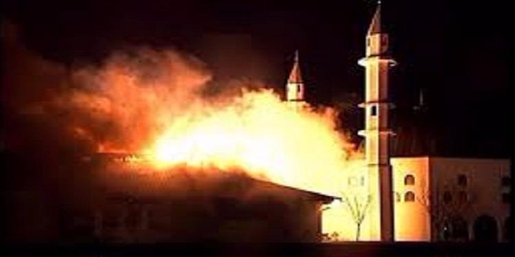 الجزائر: شخص يحرق 71 مصليا بمسجد أثناء صلاة الجمعة