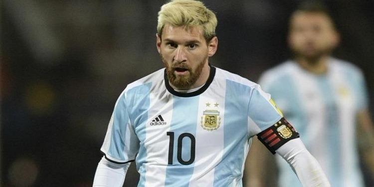 مدرب المنتخب الإيراني يصف ميسي بالاستثنائي ويطالب الفيفا بمنعه من ممارسة كرة القدم