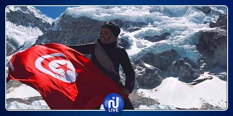 سلمى العاقل أول تونسية ترفع العلم الوطني على قمة ايفرست