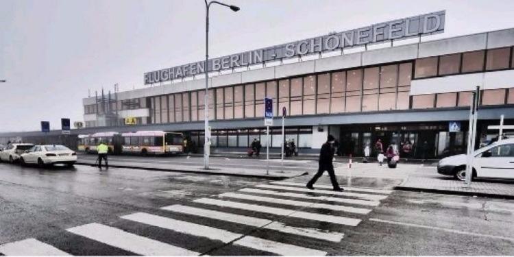 ألمانيا: إخلاء صالة في مطار ''برلين شونفيلد''