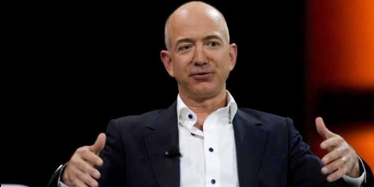 كم زادت ثروة أغنى رجل في العالم خلال 2017 ؟