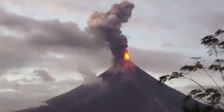 Philippines : Mayon en colère, évacuation de 60 mille personnes
