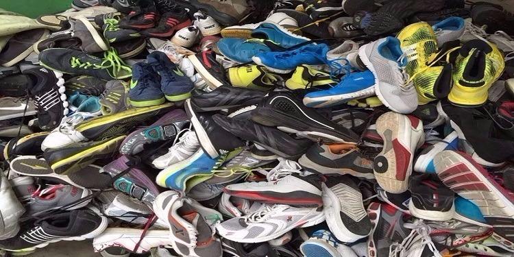 القصرين: إحباط عملية تهريب أكثر من 4 آلاف حذاء رياضي